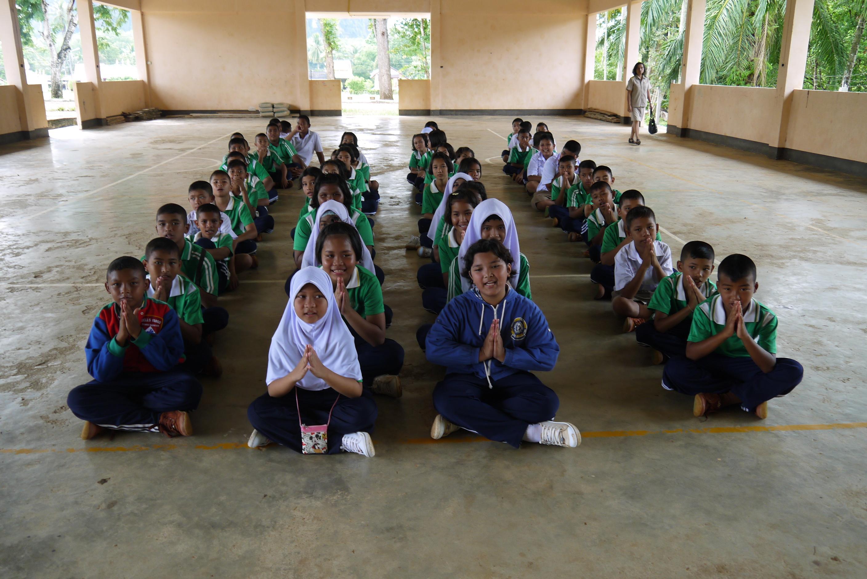 Children listen as schoolies volunteers discuss conserving the environment